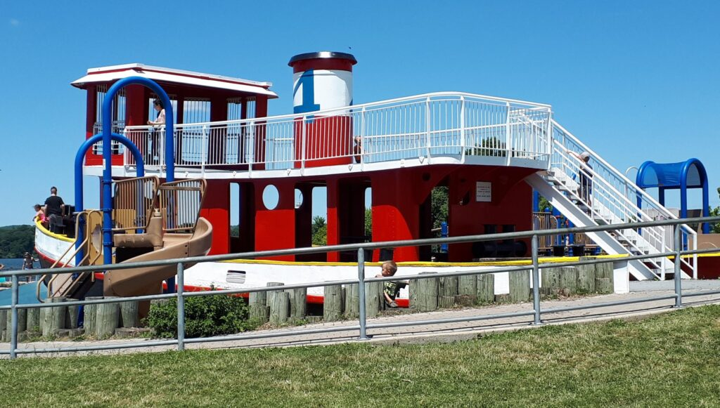 The tugboat play structure at Pier 4 park is a great way to finish the walk and trail along Pier 4 and the kids will love it!